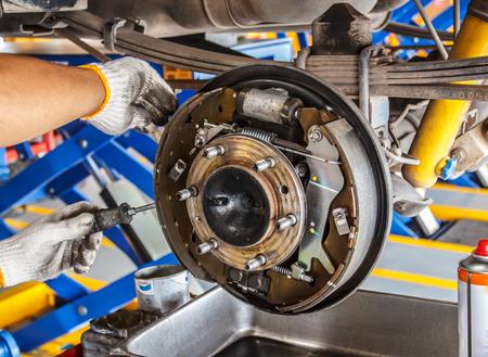 maintenance car brakes hub in garage Standard-Bild