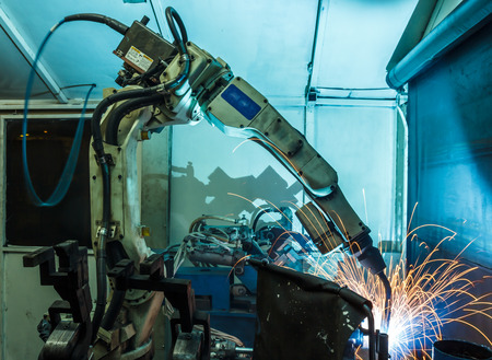 automate: welding robots represent the movement. In the automotive parts industry.