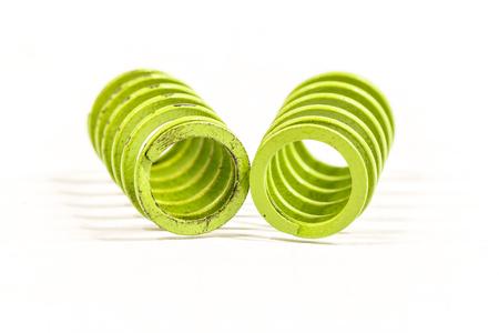circulos concentricos: Los espirales de primavera industria pequeña en fondo blanco.