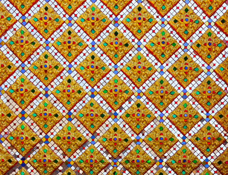 Il bellissimo muro di motivi del tempio Thailandia