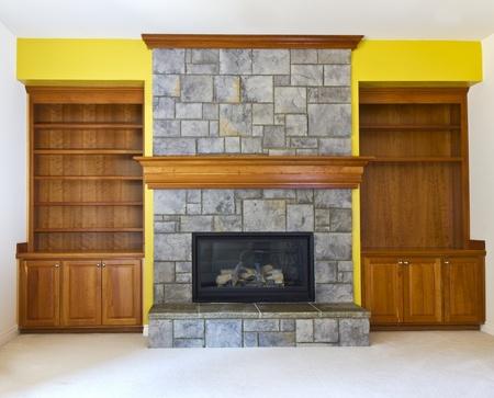 etagere murale: Mur d'accent Jaune avec chemin�e et les �tag�res des livres