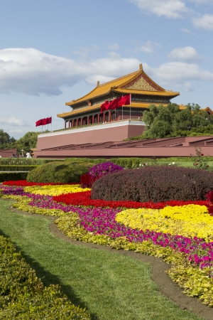 Forbidden City Temple with colorful flowers with sky in background  版權商用圖片