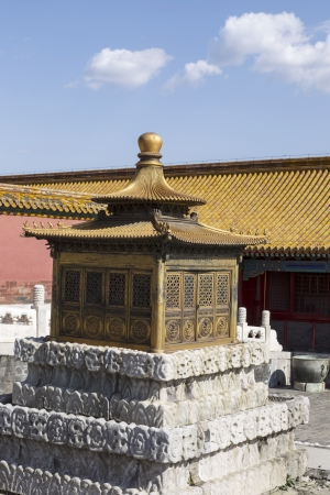 Small Temple in front of Forbidden City Temples with cloudy sky in background  版權商用圖片