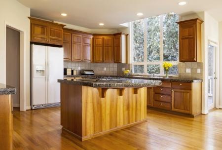 cucina moderna: Cucina moderna con pavimenti in legno di quercia rossa Archivio Fotografico