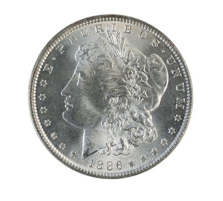 monete antiche: Closeup foto di una Morgan Silver Dollar, lato dritto, isolato su bianco