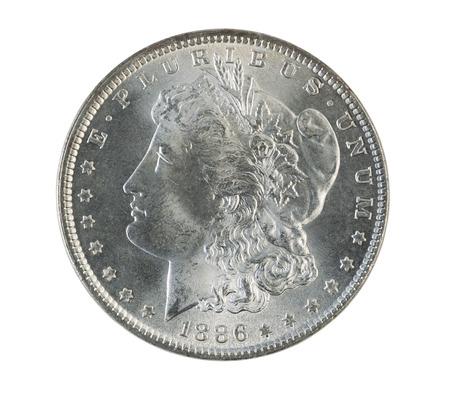 monedas antiguas: Foto de cerca de un dólar de plata de Morgan, anverso, aislado en blanco