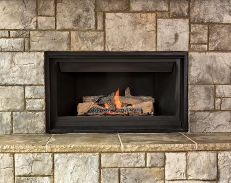 석재로 천연 가스 벽난로를 태우고 있습니다. 스톡 콘텐츠 - 64479994