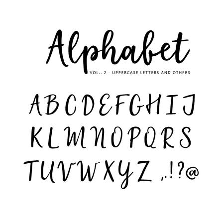 Alfabeto vectorial dibujado a mano. Fuente de script de pincel. Letras mayúsculas aisladas escritas con marcador, tinta. Caligrafía, letras. Ilustración de vector