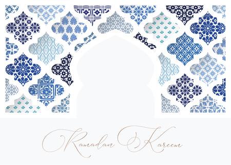 Silhouet van witte ornamentele moskee raam versierd met blauwe Arabische tegels. Wenskaart, uitnodiging voor islamitische vakantie Ramadan Kareem. Vector illustratie hebben, webbanner.