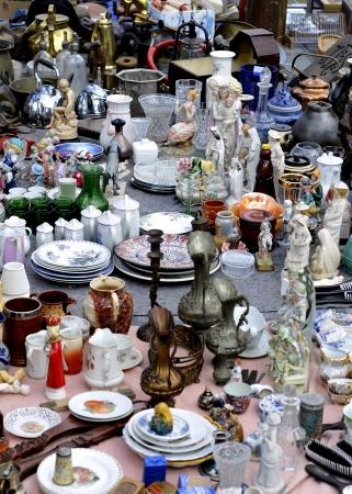 tr�delmarkt: Sch�tze auf dem Flohmarkt