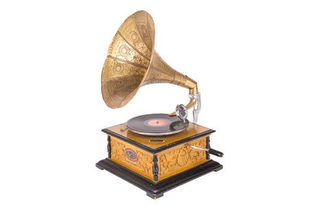 Oude grammofoon op een witte achtergrond