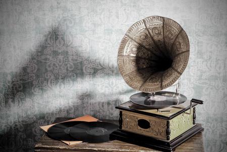 Een oude grammofoon met een lange-playing