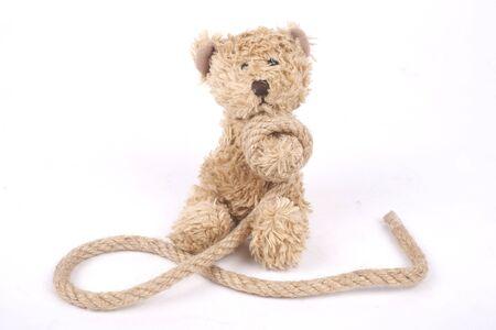 venganza: Oso de peluche atado con una cuerda, la intimidación