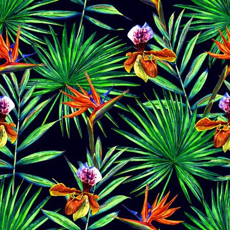 Naadloos bloemenpatroon met waterverfpalmbladen, orchideeën en strelitzia reginaebloemen. Wildernisgebladerte op de blauwe achtergrond van de nachthemel. Textiel ontwerp.