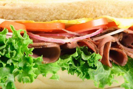 選択したオーガニックの食材を使った新鮮なサンドイッチ