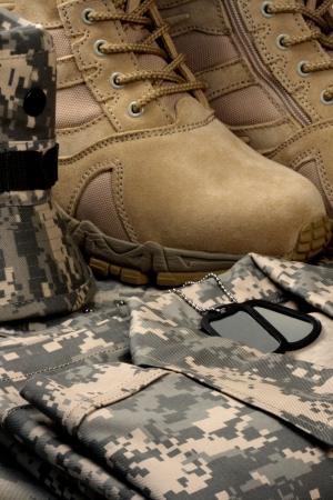 Armee Bereitstellung militärischer Desert boots und Tag-Ketten, wenn die Zeit unsere Soldaten kommt sind bereit. Standard-Bild