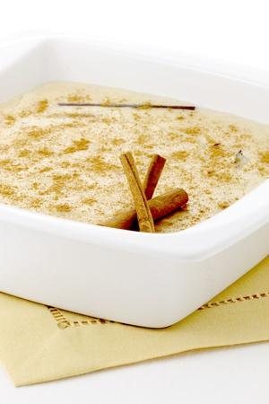 lecker Milchreis mit Zimt auf die Oberseite, eine der köstlichen Desserts je