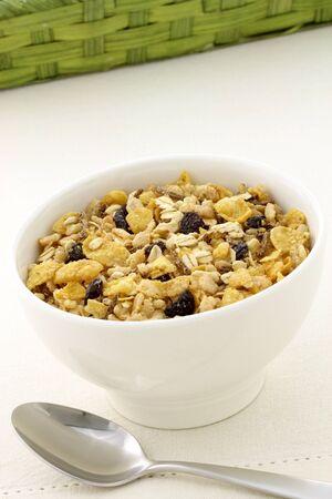 lekkere en gezonde muesli of muesli, met veel droge vruchten, noten en granen. Stockfoto
