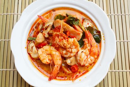 camaron: Tom Yum Goong, sopa picante con camarones - Thai Cuisine. Foto de archivo