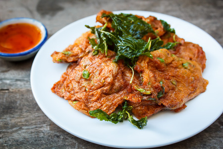 pla: fried fish cake served with sweet sauce.