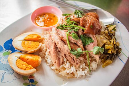 Stewed pork leg on rice serve with egg boil, street food thai style . Banco de Imagens