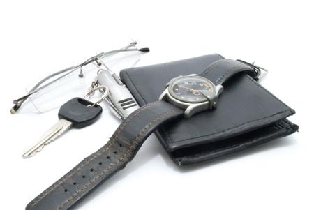 mans watch: Monedero del hombre, specticals, llaves de motocicletas y reloj de pulsera, aislado en blanco Foto de archivo