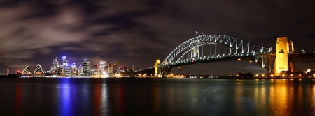 sydney harbour bridge: City at night  Sydney, Australia