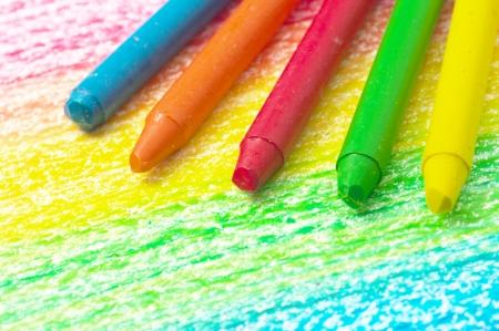 虹の画像をカラフルなクレヨン。