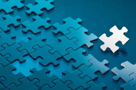 困難な問題の未完成のジグソー パズルのコンセプト イメージ