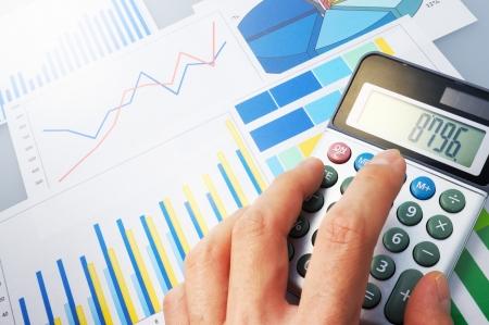 データを分析する財政を計算します。