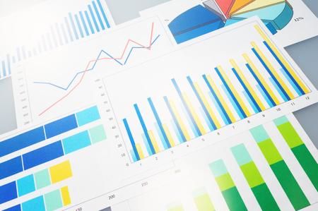 多くのグラフ データを分析する財政