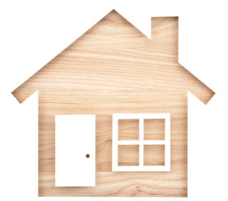 Huis vormige papier uitsparing op natuurlijke hout hout. Geïsoleerd op witte achtergrond Stockfoto