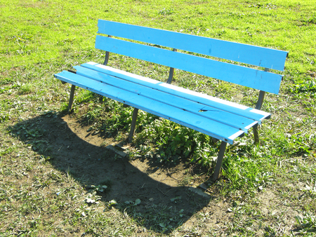 park bench: park bench