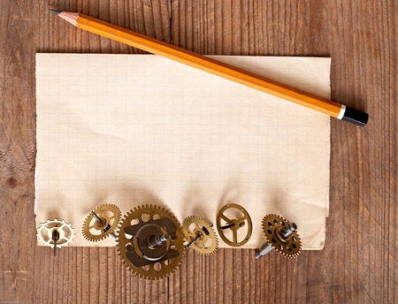 old technology: vecchi attrezzi orologio meccanico, tecnologia vecchia di sfondo
