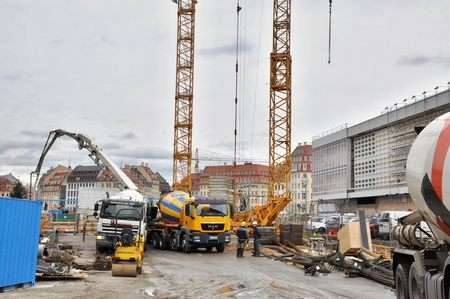 concrete commercial block: DRESDEN, GERMANY, DECEMBER 12, 2014: construct a building in Dresden Editorial
