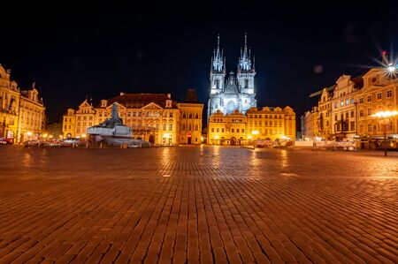 15.4.2020, Prague, Czech Republic: Empty Old Town Square in Prague without people during pandemic covid-19. No people in city centre, fear of coronavirus Banque d'images - 144976081