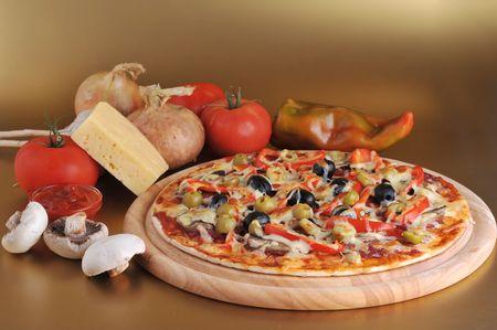sausages: fresca pizza al horno con aceitunas de pepperoni y pimientos