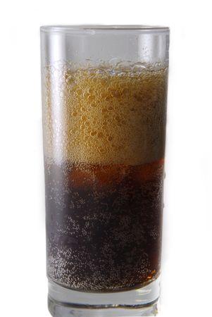carbonation: Vidrio con Sosa aislado en blanco Foto de archivo