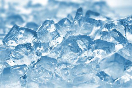 cubetti di ghiaccio: Ice cubes molto vicino fino