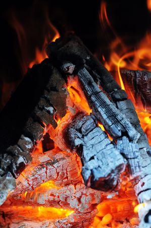 glut: Brennen Feuer. Letzte Glut und Asche
