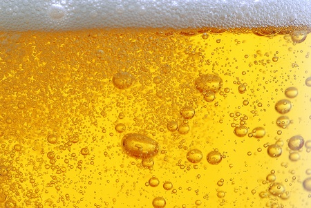 beer pint: beer with bubbles close up