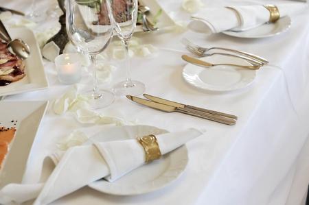 mesa para banquetes: Configuraci�n de tabla de salones para la cena de boda