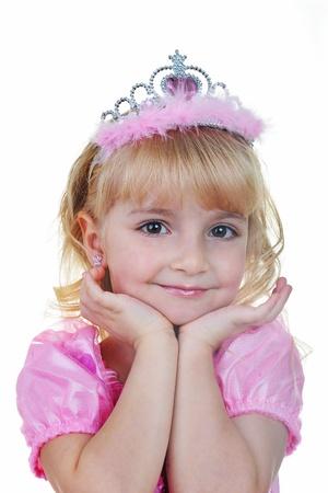 Klein meisje, gekleed als prinses in roze met tiara