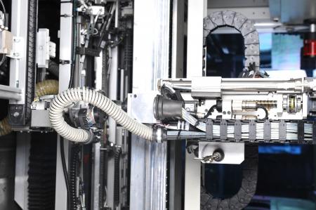 산업 기계의 현대적인 모델. 세부 사항에 대한 내부보기