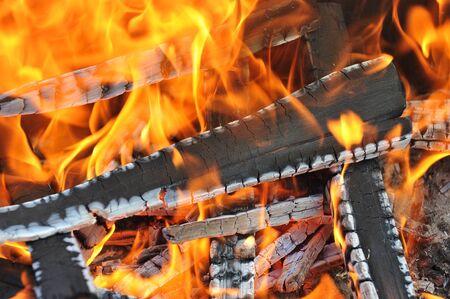 glut: Burning down fire. Letzte Glut und Asche