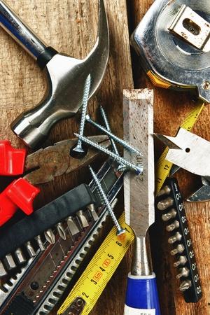 Set van verschillende tools op houten achtergrond
