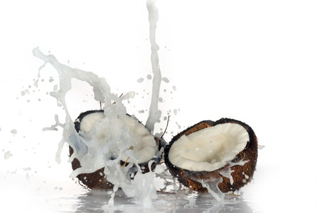 cracked coconut with big splash, isolated Banque d'images