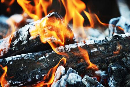 glut: Abbrennen Feuer. Glut und Asche Lizenzfreie Bilder
