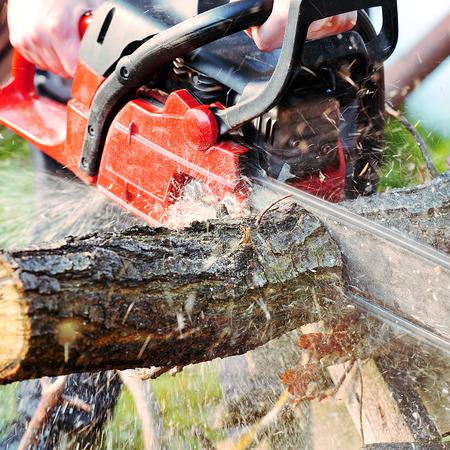 kettingzaag mes snijden blok hout