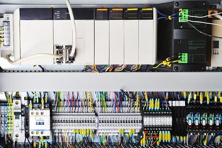 Elektronica controlesystemen in doos in de industrie. Stockfoto